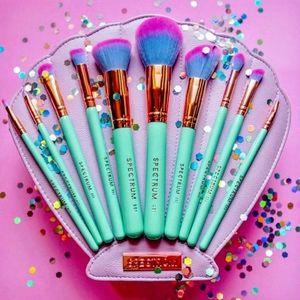 Spectrum Glam Clam Brush Set